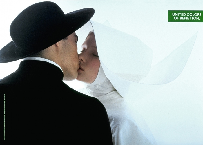 photoguides-benetton-nun-kissing