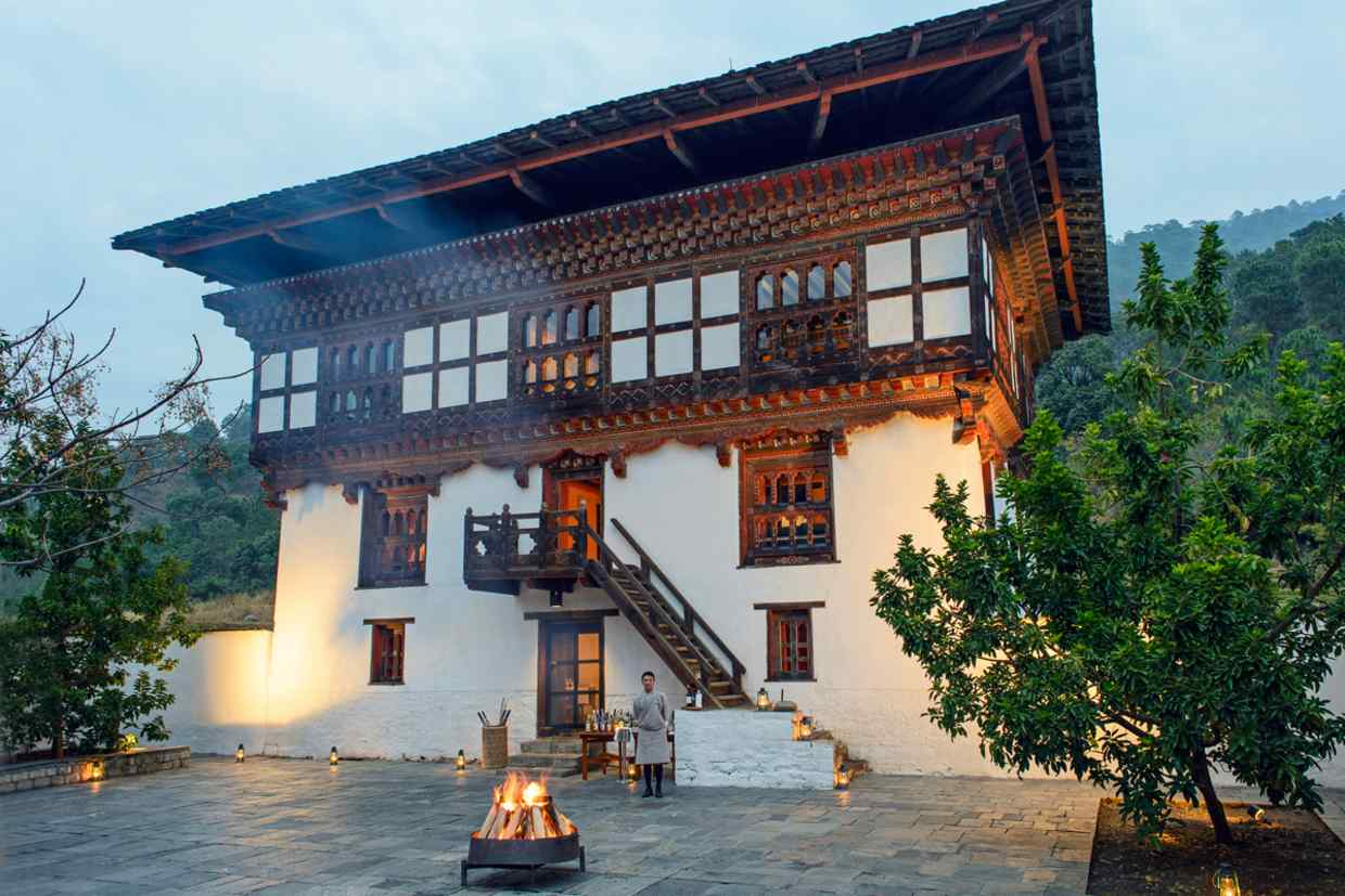 https___s3-eu-west-1.amazonaws.com_htsi-ez-prod_ez_images_0_8_1_1_2361180-1-eng-GB_RS1845_Amankora---Punakha-Lodge-Courtyard-Night